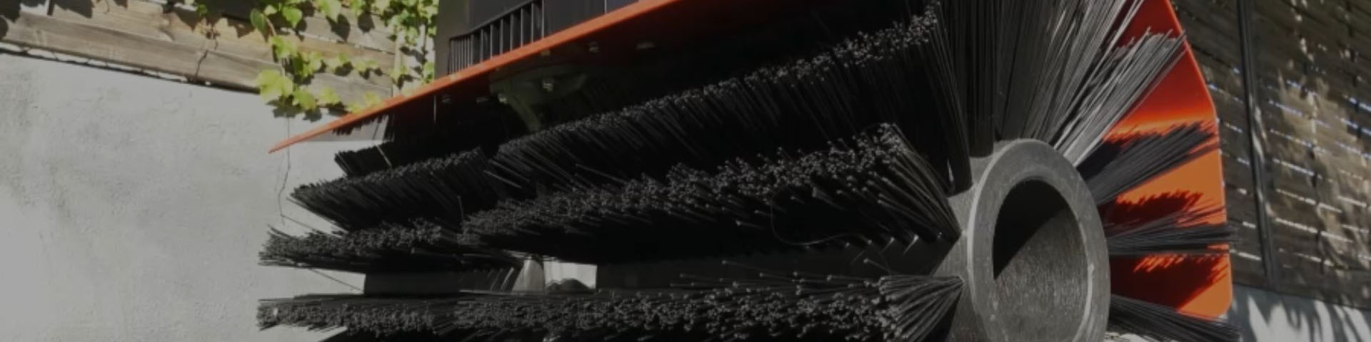 Accessoires : brosses électrique pour l'entretien de gazon artificiel